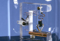 histoire de la microfluidique replique du premier transistor