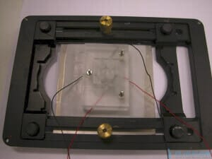 flow-control-microfluidic-chip-holder-microscope-stage
