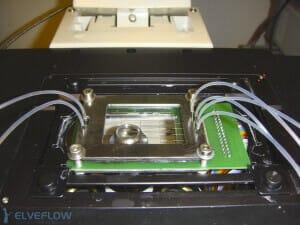 microfluidic-device-microscope-fluidic-connection-flow-control-chip-holder