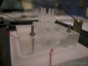 plexiglass-chip-holder-microfluidic-connection-flow-control
