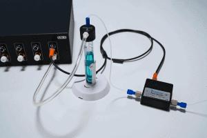 Microfluidic flow sensor