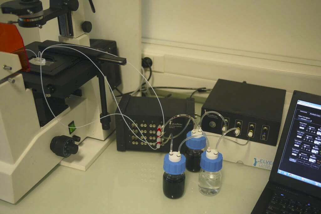Microfluidic fast medium switch (OB1+MUX) Full setup