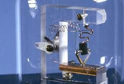 microfluidic first transistor