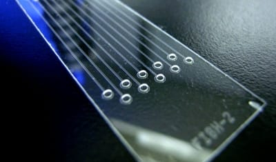 DROPLET glass Introduction to lab-on-a-chip 2015 review history and future chip