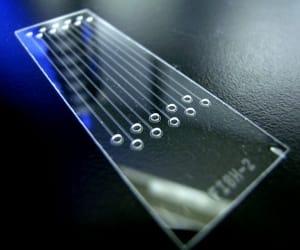 laboratoires sur puce 2015 - revue historique et futur - puce microfluidique